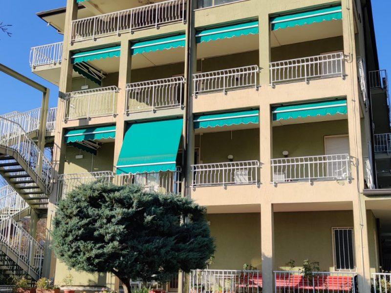 esterni con balconi lato est